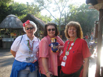 Bookwood, Moley, Booger & Elaine waiting for their safari ride!